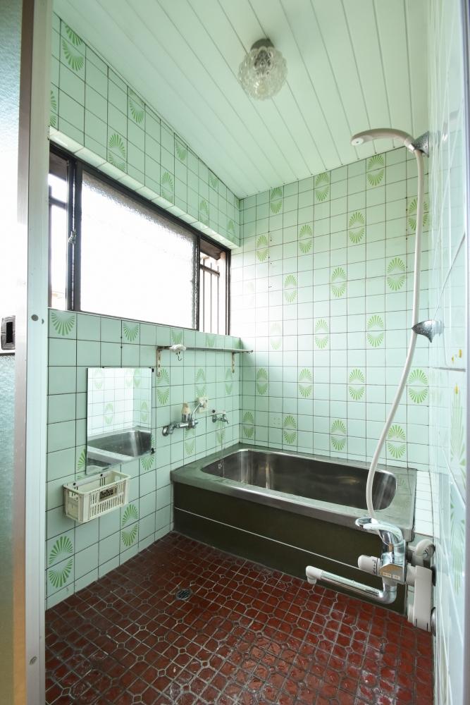 増築して足が伸ばせる浴室へ