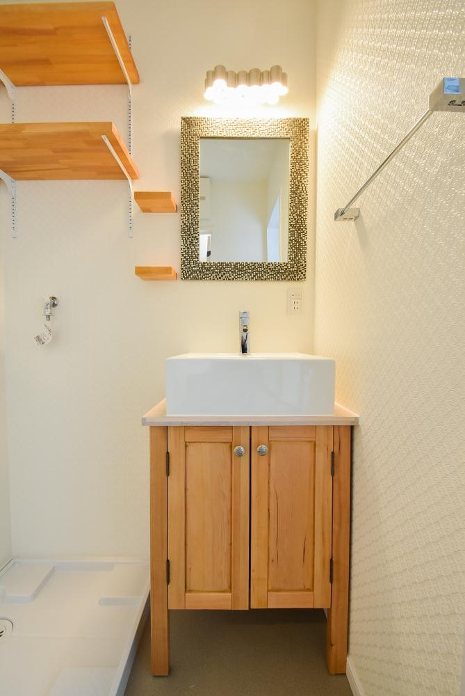 色々な素材を組み合わせして出来た洗面所