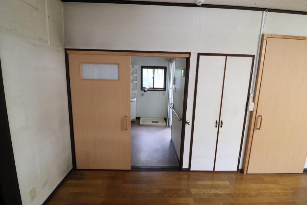 ドアも全て同じ色と高さに統一
