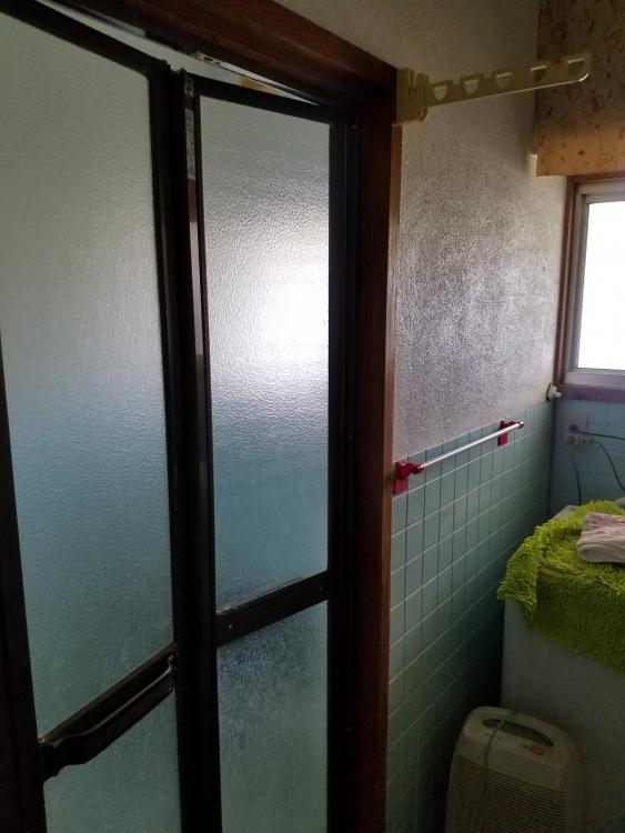 洗面所壁もタイルジュラク壁からクロス仕上げに