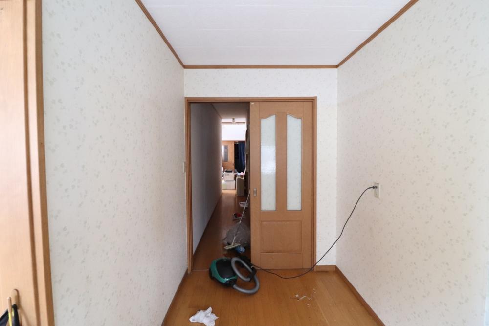 廊下側ドアも変えてオシャレ