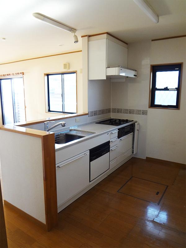 【キッチン】収納豊富な使い勝手のよいキッチン