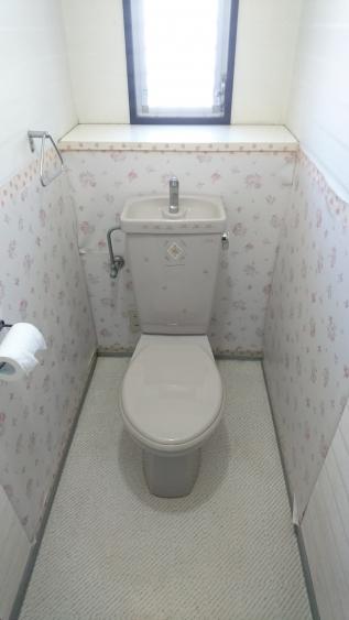 手洗い器とトイレが新たに設置