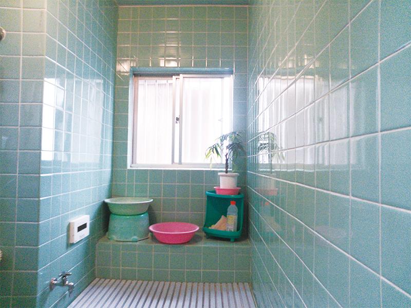 【浴室出窓】サッシはエコポイント対象の複層ガラスタイプ