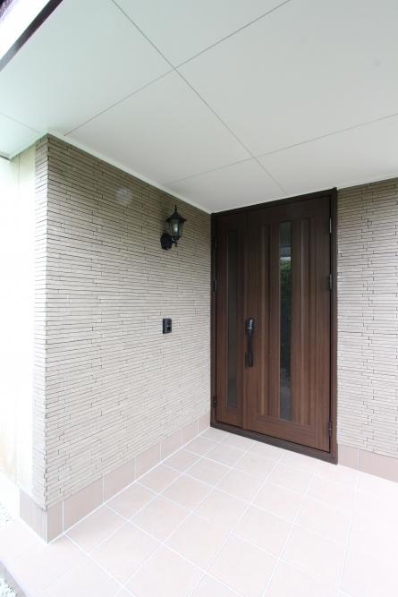 玄関ドアもタッチキー付きの玄関ドアへリフォーム