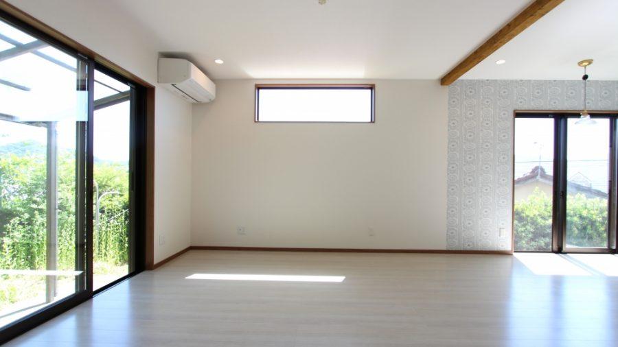 窓位置を変更して明かりが採れるように