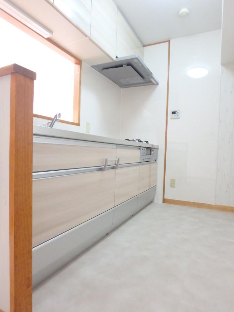 【台所】明るい色で収納たっぷり! 使いやすくて素敵なキッチンになりました!