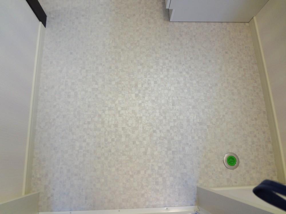 【洗面所】収納たくさん、見た目も使い勝手も良くなりました!<br>床もモザイク調でかわいい♪