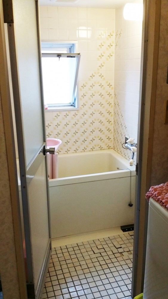 【浴室】洗い場が5cm広くなってバリアフリーになり、床のタイルも新しくなりました