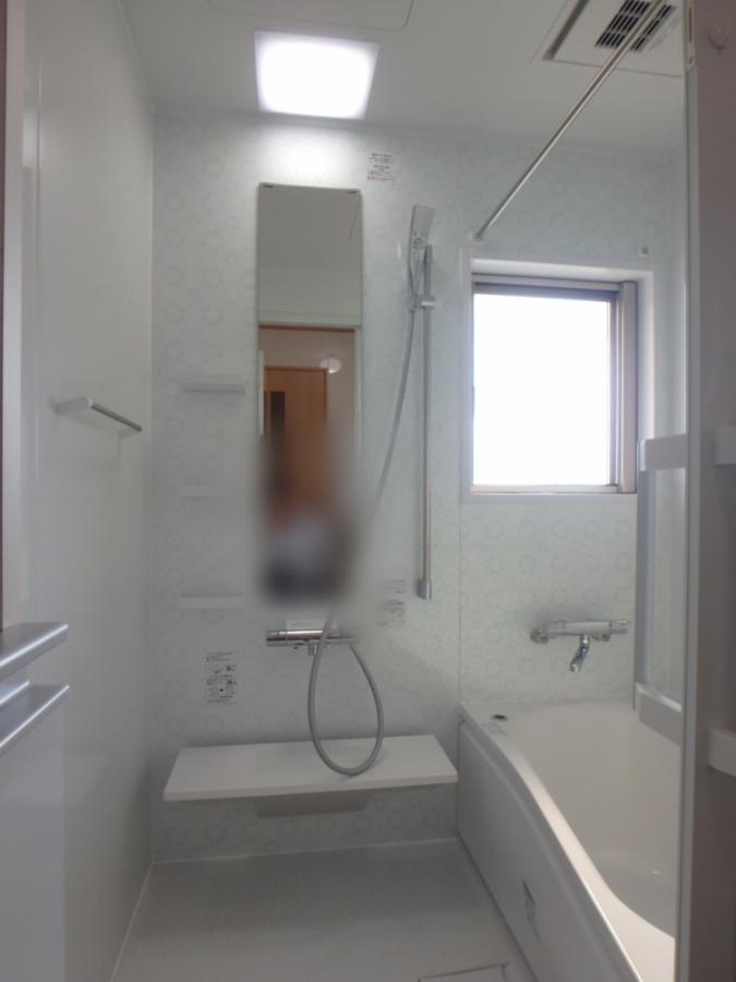 ユニットバスはTOTOサザナのほっカラリ床で断熱性も高く暖かい浴室になりました
