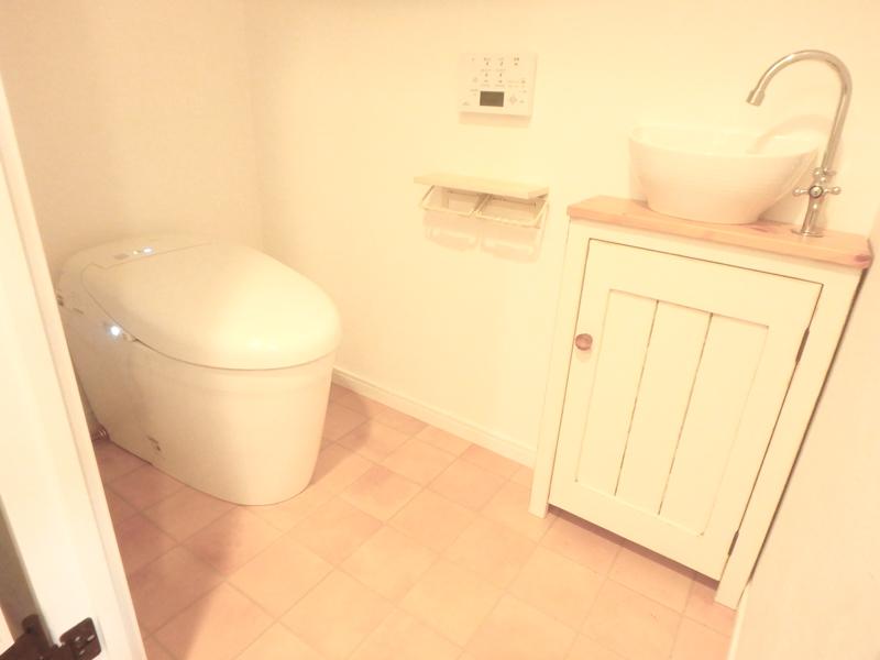 【トイレ】ネオレストで、見た目もよく、清潔感のあるトイレに。手洗い器もスタイリッシュに。