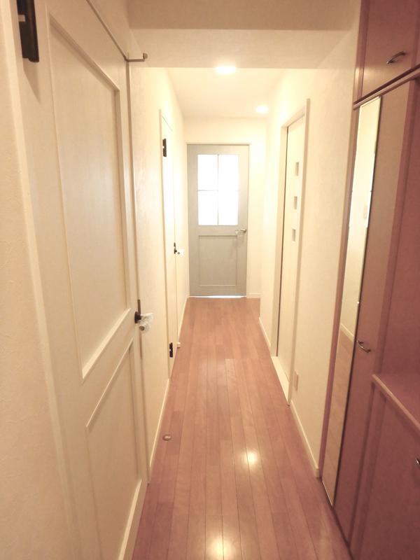【廊下】それぞれの部屋で色をかえてアクセントも付き、素敵に仕上がりました。