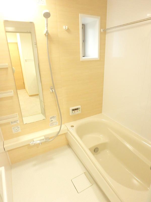 【浴室】魔法びん浴槽なので、お湯の温かさが長持ち!