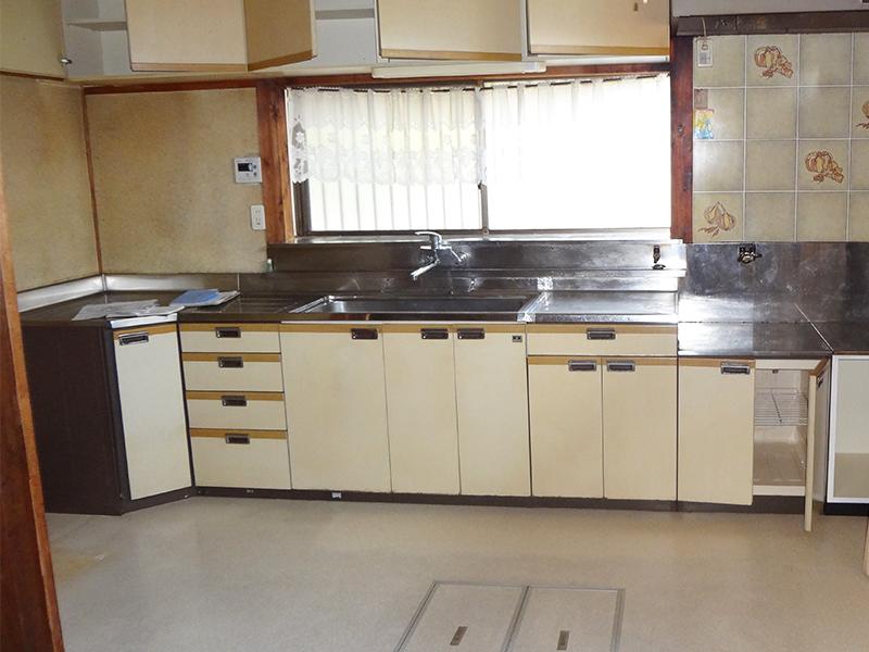 【キッチン】キッチンの位置を変え、対面キッチンを設置しました。