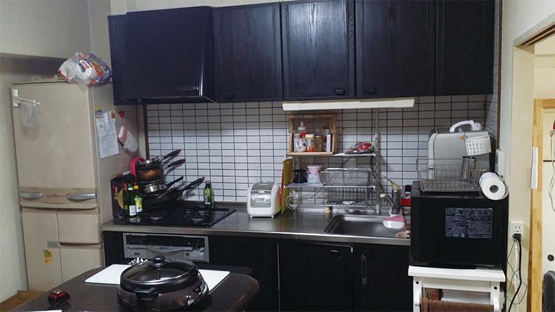 【キッチン】対面式で明るいキッチンへ。料理しながらテレビも見れます♪