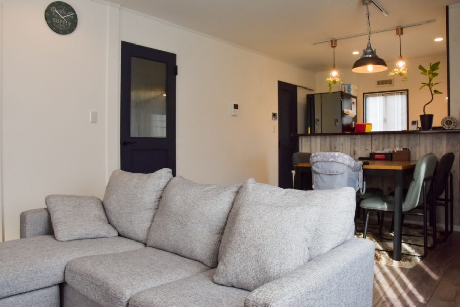 ソファーや家具を配置