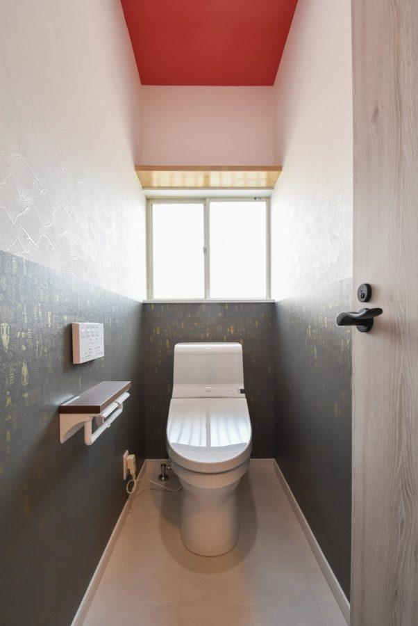 クロスで遊ぶトイレ空間