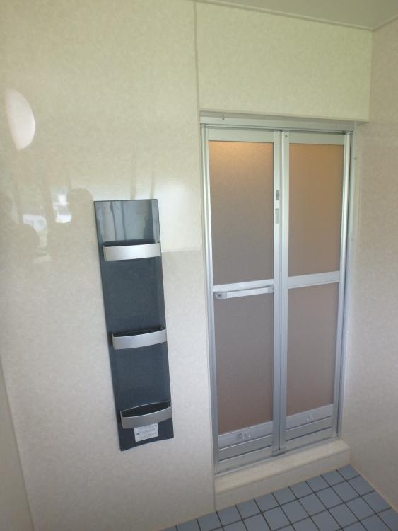 浴室のドアも開き戸から折れ戸へ
