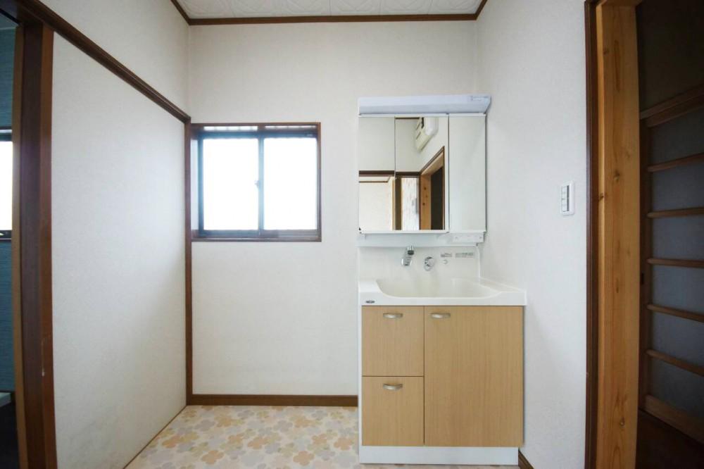 【洗面台】人造大理石で丈夫なトクラスを採用