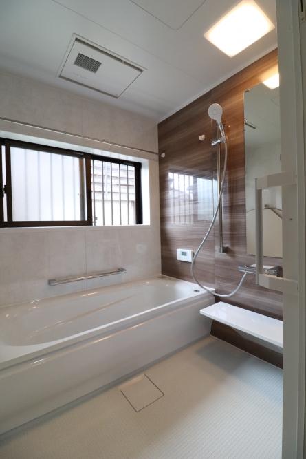 暖かく入浴できる浴室へ