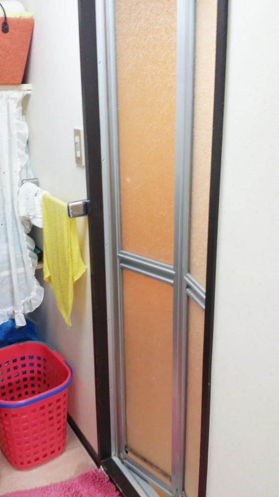 【浴室入り口】折れ戸も交換しました。