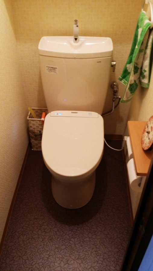 【トイレ】トイレはオート開閉・洗浄付のアプリコットF3A。水の量も節水型です。
