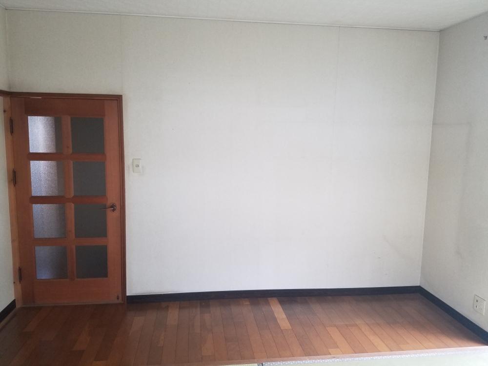 壁や床を無垢素材使用