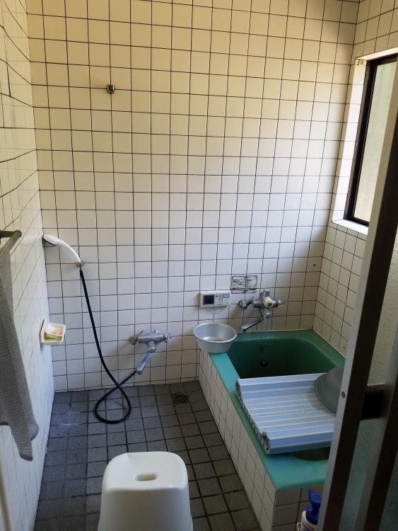 浴槽形状がシャープなバス