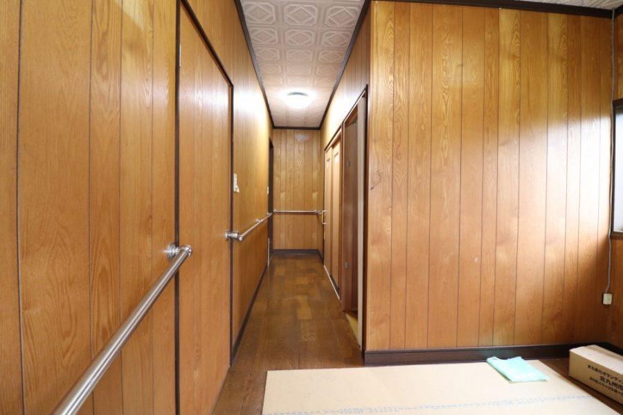 明るく広く見えるようになった廊下