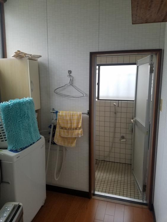 洗面所内装も一新