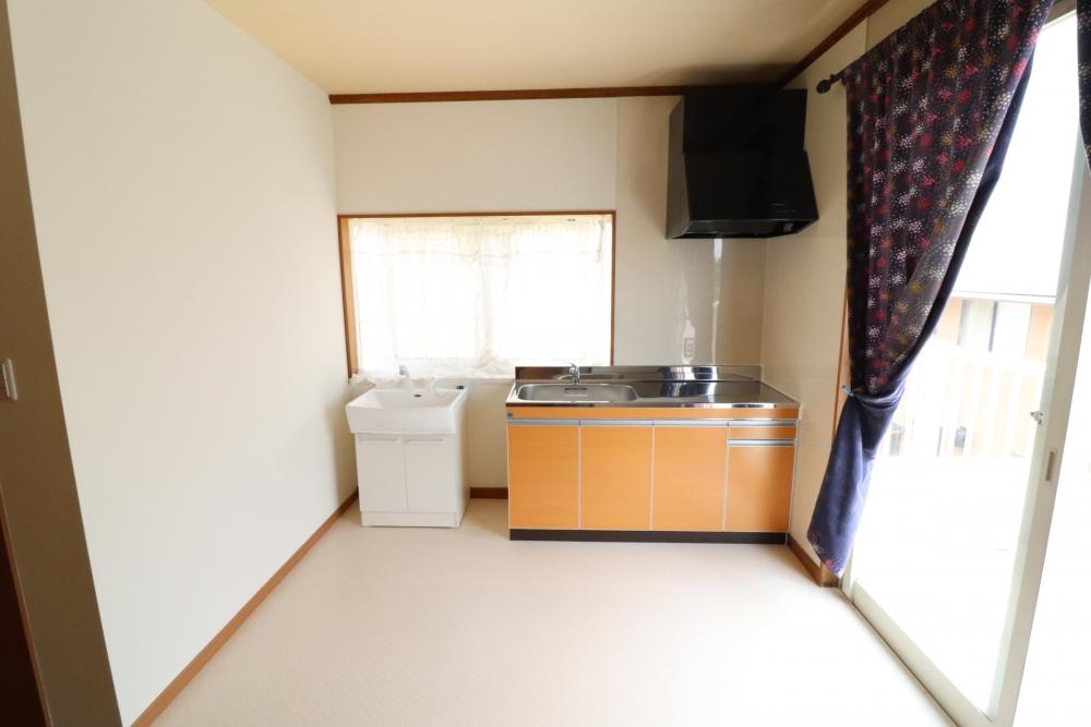 洋室に流し台や洗面台を増設