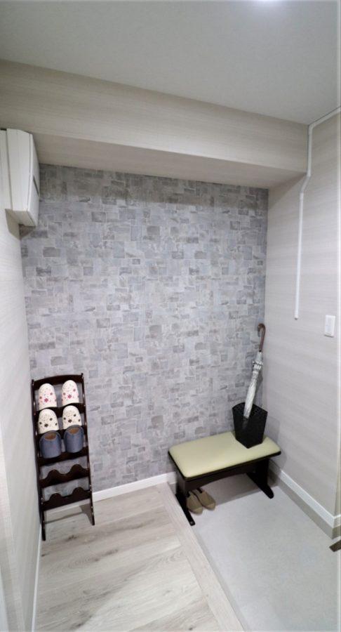 玄関がグレー基調なオシャレなデザイン