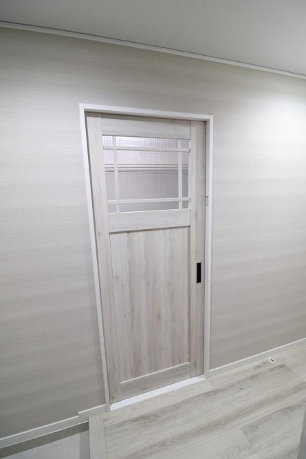 リビングや洋室ドアも一新