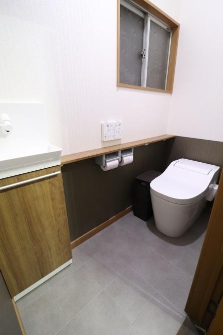 タンクレストイレで別に手洗い器を設置