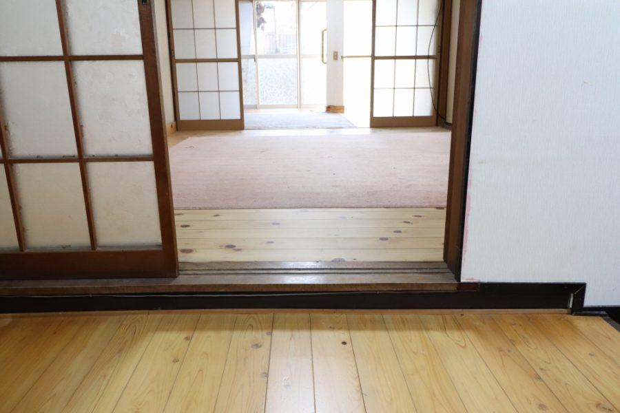 車椅子でも対応できるスロープ玄関でバリアフリー