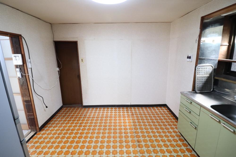 車庫側に部屋を拡張して間取り変更
