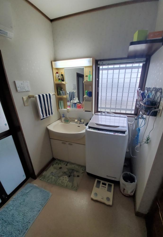 鏡裏も収納できる洗面台