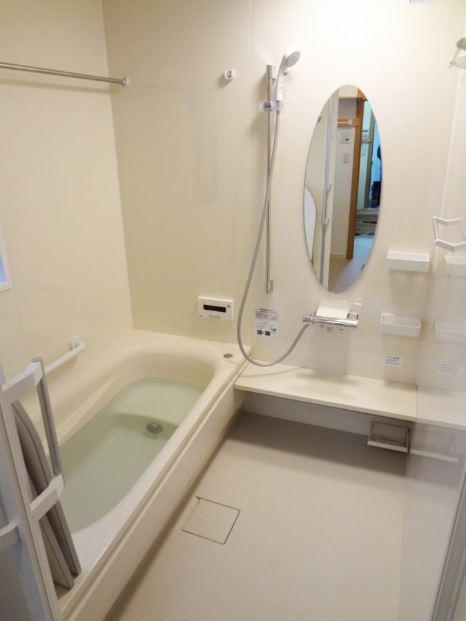 【浴室】高断熱浴槽・節水性シャワーで家計にも優しい。