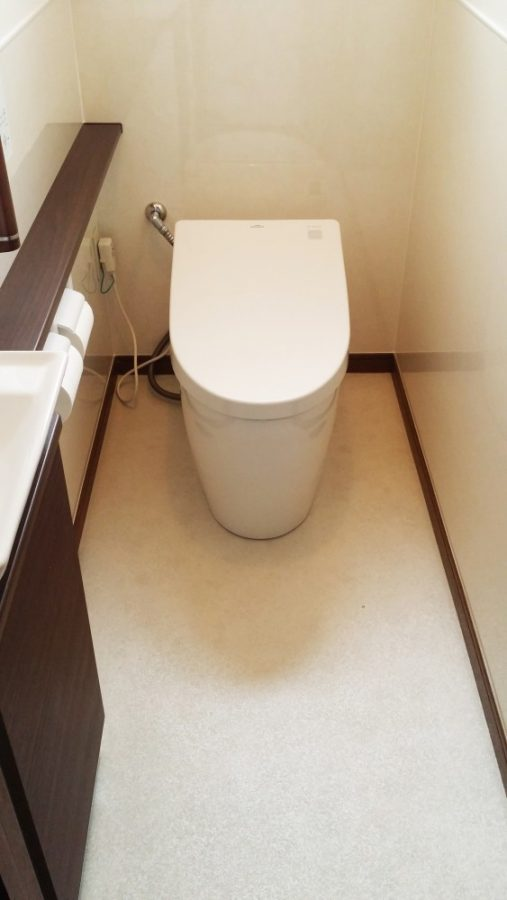 【トイレ】タンクレスでスッキリ! スタイリッシュなトイレに