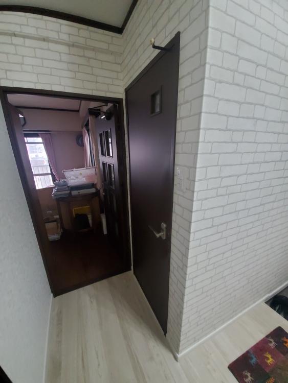 洋室やトイレドアも新品