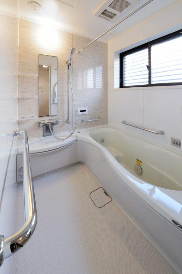 【浴室】足がのばせるお風呂と音楽で、快適なバスタイムを♪