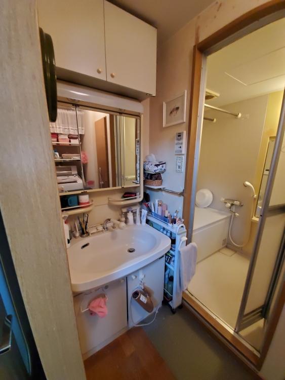 隙間がないびっちり付けた洗面化粧台