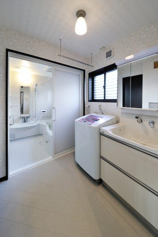 【洗面所】増築を行い、広々とした洗面所になりました。