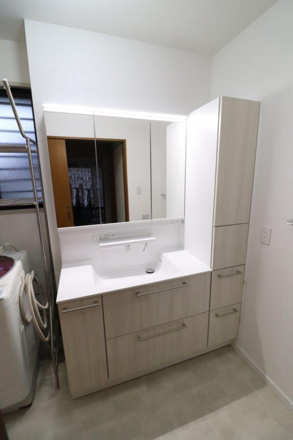 左小壁を撤去して130cmの大きな洗面台へ