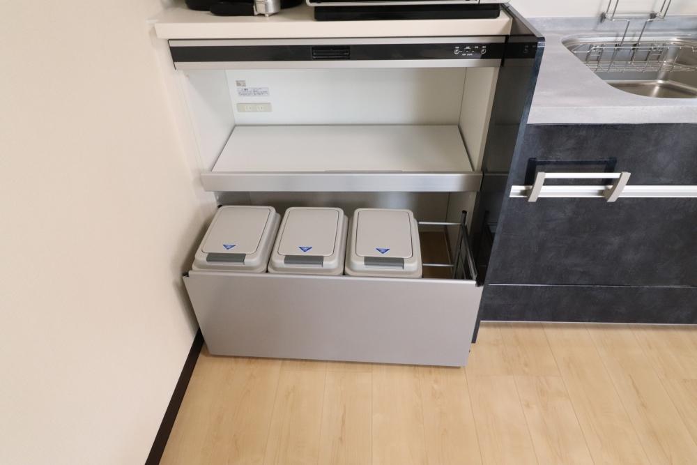 手動で降りるハンドムーブやごみ箱Box完備