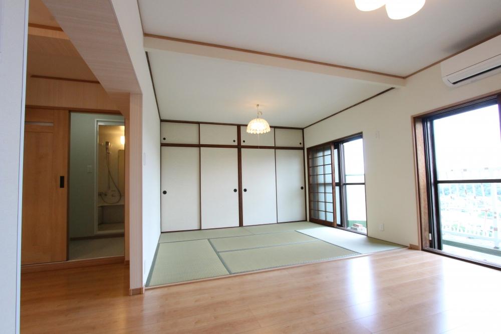 畳や襖を新調、壁もクロスで明るく