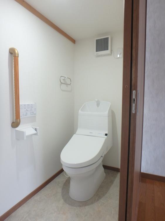 クローゼットスペースに2Fトイレ増設