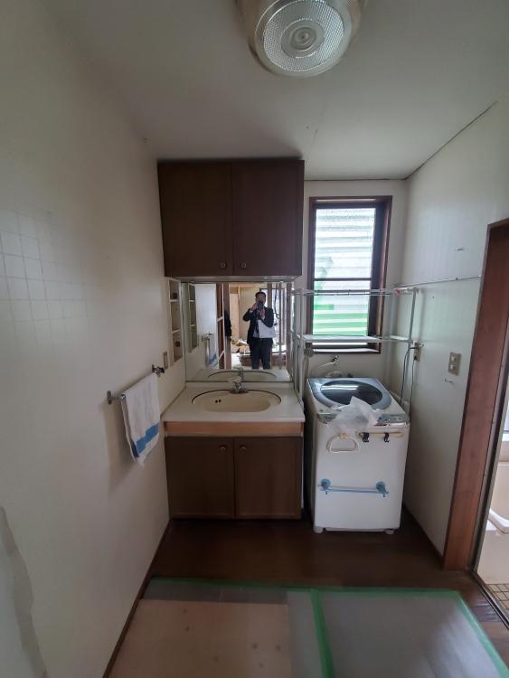 洗面の位置を変えてドアも引き戸で入りやすく