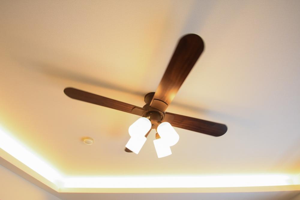 コーブ照明やリモコンニッチを設計
