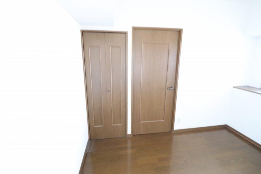 ドアや床も新しく